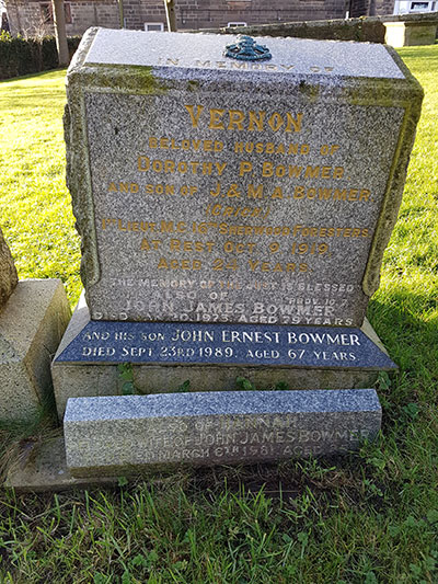 headstone of Vernon Bowmer WW1