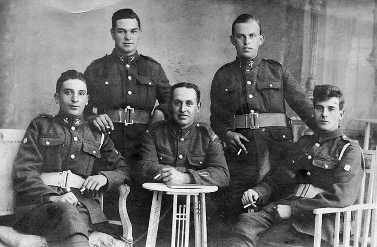 George Hopkinson with fellow soldiers in WW1