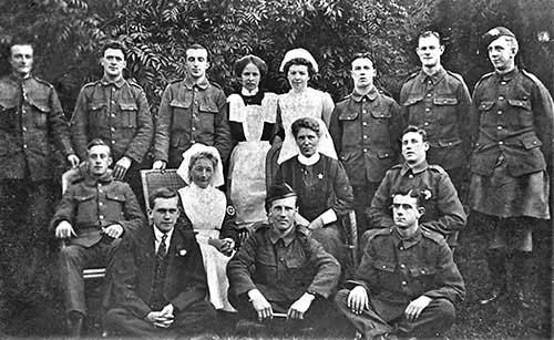 Soldiers and nurses at Mill House, date unknown