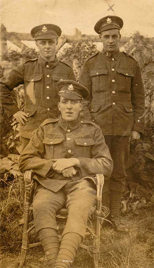 Photo of Herbert Smith with friends in WW1
